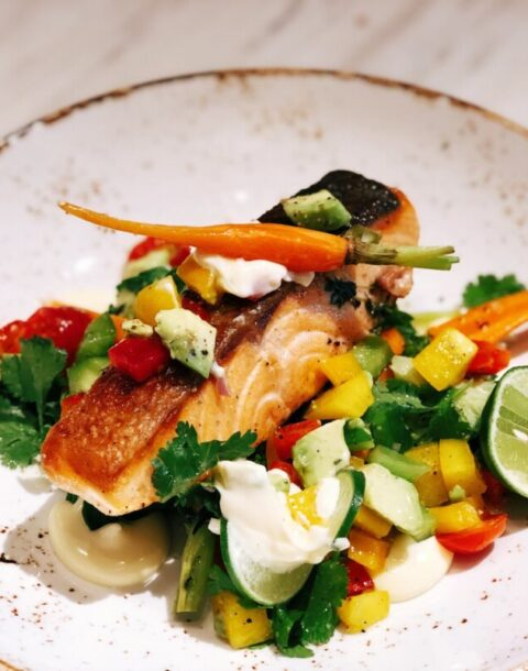 grilled-salmon-steak-with-fresh-salsa-salad-in-lime-mayonnaise-sauce-seafood-dish-gourmet-cuisine_t20_B8J8Jv